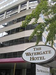 Watergate hotel; Tko je platio put u Veronu?